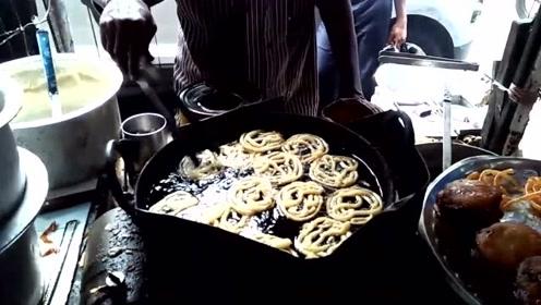 印度路边蔬菜咖喱饭,很多食物都是油炸制作,难怪很多外人吃不惯