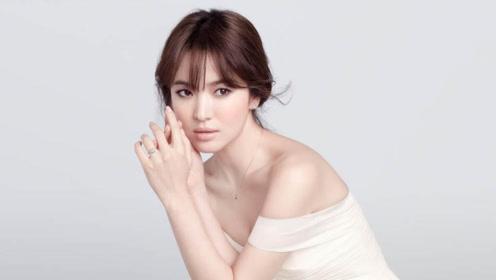 宋慧乔离婚后现身纽约时装周,白色连体裤干练优雅,依然是女神