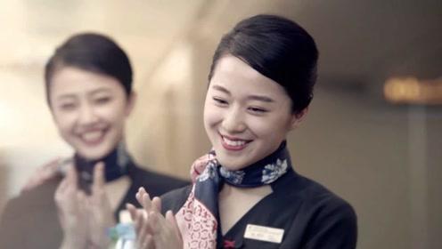 为什么空姐脖子上,总是绑着一条丝巾?看完知道背后的猫腻