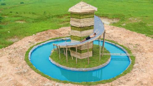 """游乐园票太贵,小伙野外建""""水滑梯"""",这设计的也太牛了!"""