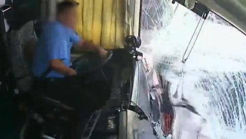 荒唐!客车司机开车时换笔芯 失控追尾前车致3人受伤