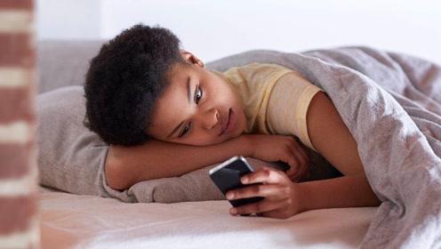 晚上睡觉,手机放在床头会有辐射吗?