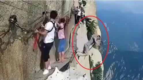 世界第一险的华山,却成为轻生者圣地?游客目睹了一切过程!