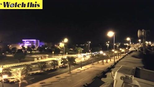 沙特阿拉伯石油工厂遭无人机扫射 现场随后着火浓烟弥漫