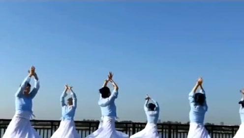 舞者们齐跳古典舞《山鬼》,网友:感觉每一帧都是美如画!