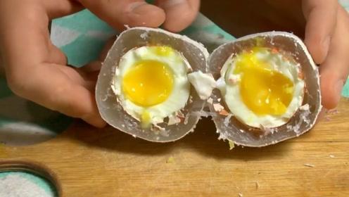 热熔胶也能用来煮鸡蛋?小哥吃完后竖起了大拇指