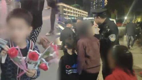 民警城管联合整治儿童抱大腿强卖花:你这个年纪应该好好上学
