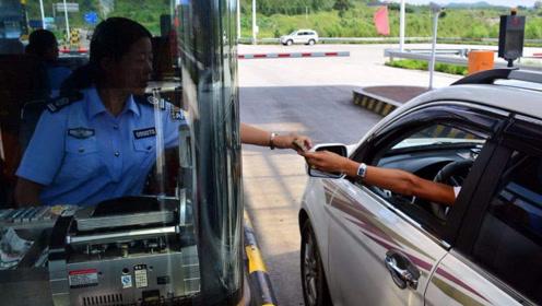 某专家建议学习海南省做法,将高速过路费加入油价里,网友炸锅了