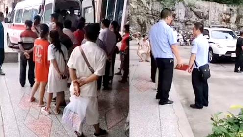 广西某中学2学生打架,1人从4楼坠下重伤,目击者:疑被推下