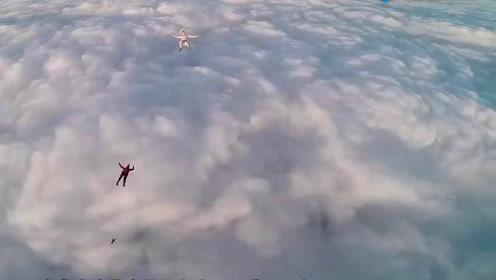 男子忽然从千米高空跳下,两兄弟发现不对劲,跳下半空施救