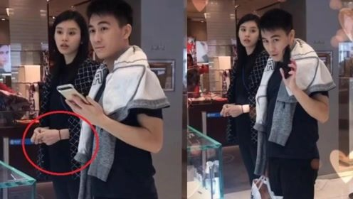 偶遇奚梦瑶夫妇逛街,小腹微隆,何猷君负责提购物袋