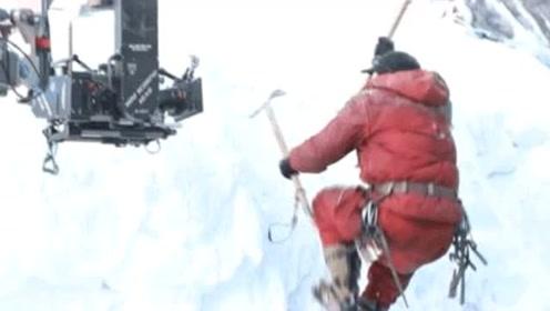 吴京戴夹板拍戏 《攀登者》发布预告 网友:太敬业了