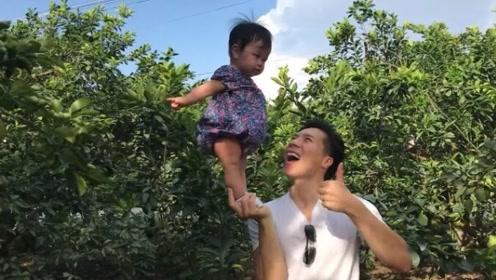 绝了!6个多月的小宝宝这样站在爸爸手上,这画面第一次见