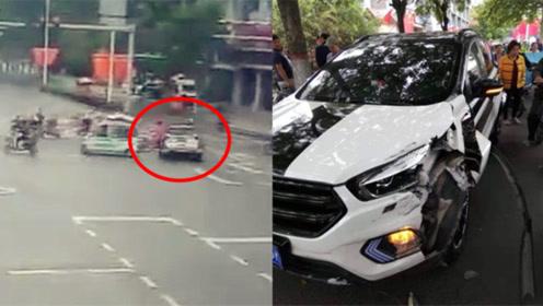 监拍:河北一SUV疑加速抢灯 冲撞多辆电动车 女子被撞飞身亡