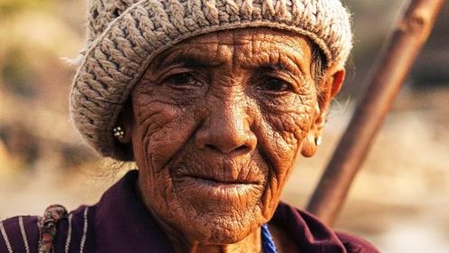 电脑高手把八旬农村妇女,还原成年轻时模样,没想到是个美女
