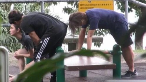 郑伊健夫妇现身公园一同健身 蒙嘉慧压腿下腰略显吃力