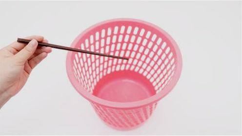 在垃圾桶上放一根筷子,真的太聪明了,解决了家家的烦恼,太棒了
