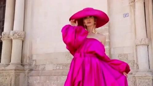 50岁逆龄大妈身材火辣超时尚, 吸引55万粉丝追踪
