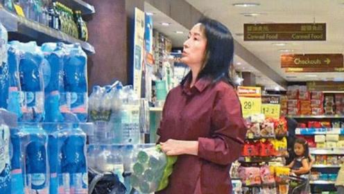 分居两年的老公和女总裁相恋 龚慈恩半个月后独自购物