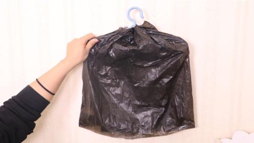 衣架上套一个黑色塑袋,有意想不到的用途,非常神奇,太实用了