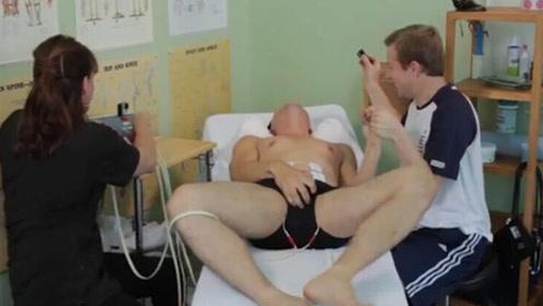 """女子恶搞熟睡男友,悄悄戴上""""分娩模拟器"""",操作后疼痛溢出屏幕"""
