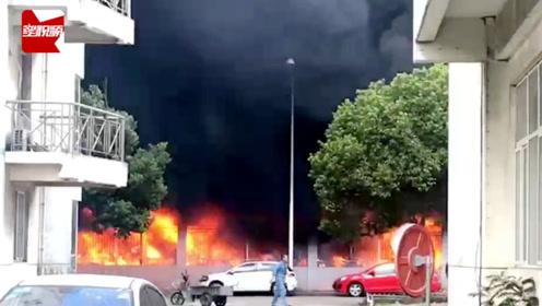 浙江一停车棚突起大火,数十辆电瓶车被烧,目击者:烧的太厉害了