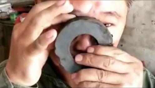 眼睛里进了铁渣,还是农民工有高招