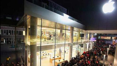 苹果店新iPhone卖现货,上海排队要等1小时