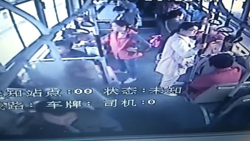 外地乘客丢失看病钱 郑州公交车长接力帮找回