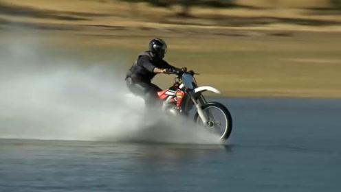 速度快就能水上漂?男子骑摩托加速至130公里,结果笑出猪叫!