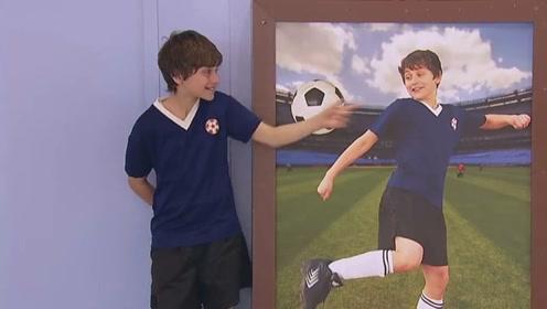 国外爆笑恶作剧,海报中的足球男孩破纸而出,路人惨遭整蛊