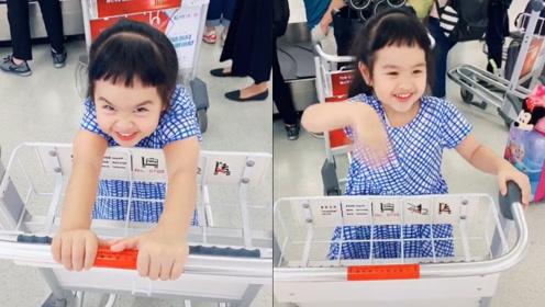 包贝尔和女儿超市互动超温馨,饺子表情搞怪跟爸爸唱歌有点萌