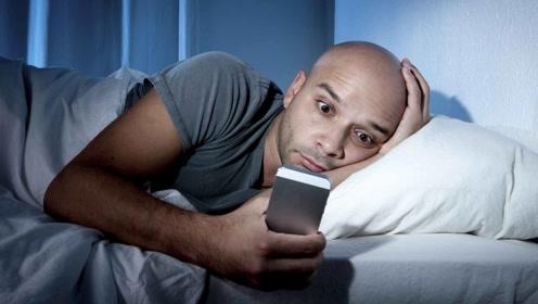睡觉时床头别放这3个东西,会导致失眠多梦,第二种不是迷信