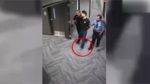 刘强东被警察带走视频曝光,当时脚上还穿着拖鞋,太凄惨了!