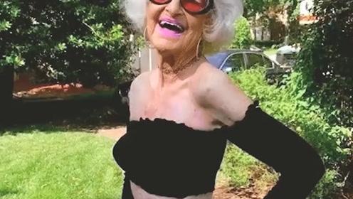 90岁的叛逆奶奶,用时尚性感的穿搭,告诉你变老并不可怕