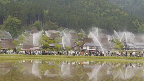 日本小村庄的消防演习,竟然成了吸引游客的特色活动