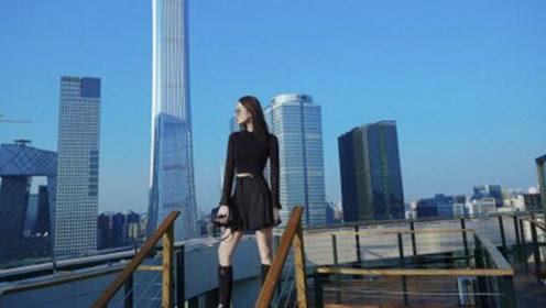 娜扎全黑造型出席巴黎2020春夏大秀,巨型钻石泪滴耳坠耀眼