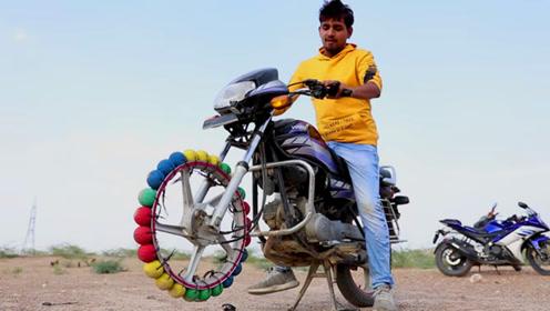 25个板球当轮胎?老外直接装摩托车上,刹车不会一猛子栽过去?