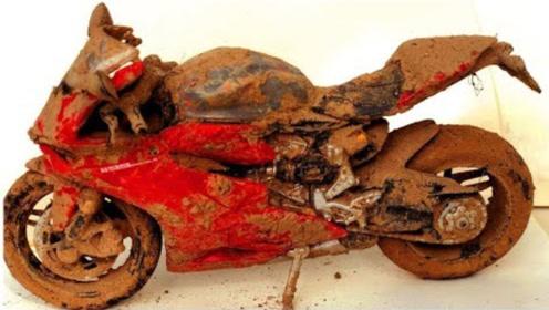 一辆被扔在垃圾堆多年的摩托车,经过牛人一番修复后效果惊人!