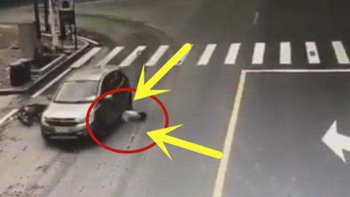 男子骑车上路,一个转弯就身亡,司机直接逃跑!