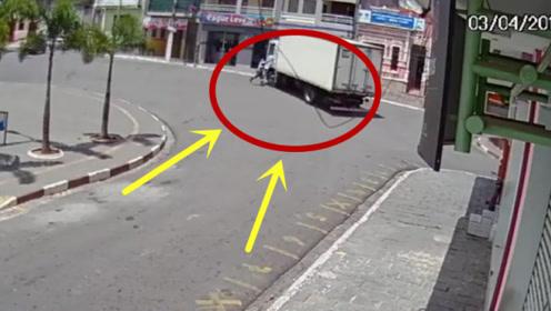 大货车不拉手刹,溜车后横冲直撞,司机当场崩溃!