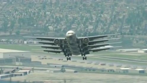 头一次看到这样这样的飞机,竟然长成这样,忍不住拍了下来!