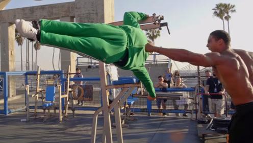 绿衣男胖子来到沙滩,到处狂虐肌肉男,结果无人能赢得了他!