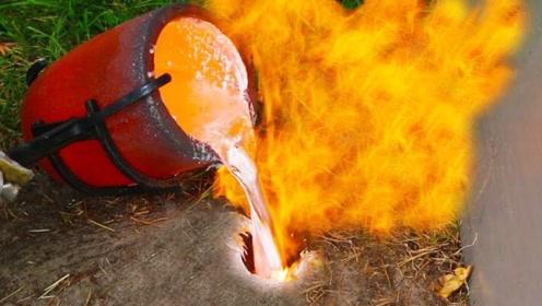 老鼠洞内部是什么样?老外用2000℃铝水灌满,一分钟后揭秘了