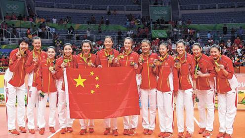 11连胜中国女排再创纪录,郎平终于会心一笑,为女排点赞!
