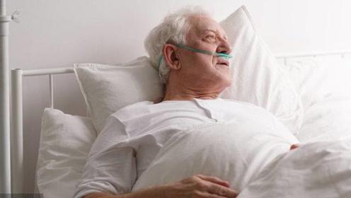 为什么老人去世之前,嘴里会说胡话?专家:那不是胡话!
