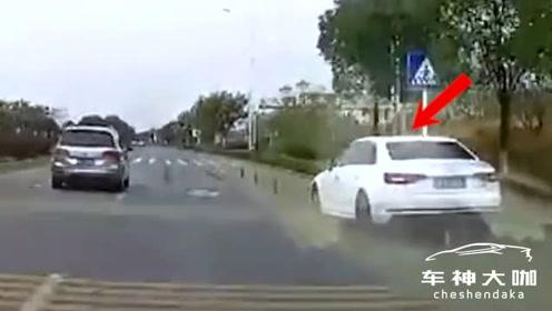 无奈!老人横穿高速被撞飞又遭碾压