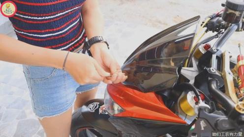 一根内六方,几张贴纸,机车女孩点缀出个性化的川崎摩托车,就是亮眼