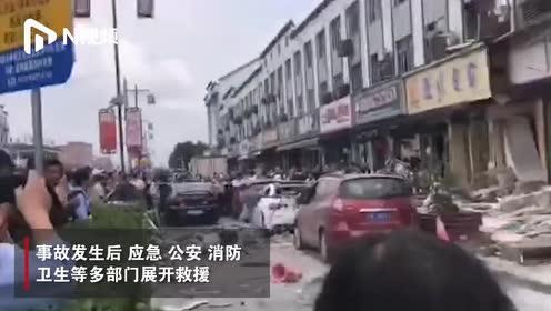 无锡一小吃店燃气爆炸造成9死10伤,现场三层商铺不同程度损坏