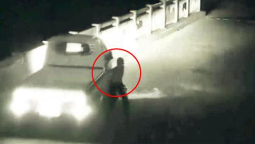 男子酒后扒车被碾压司机负全责 法院:双方均要担责
